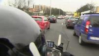 Illustrations d'une moto école et de circulation en caméra embarquée