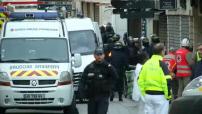 Assaut de Saint Denis illustration des forces de l'ordre et de secours déployés rue de la République