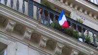 Hommage national les ventes de drapeaux français en hausse