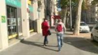Scènes de rue personnes âgées dans Lyon : quelques images neutres
