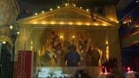 Illustration décor parisien dans le Moulin Rouge et extérieur Moulin Rouge