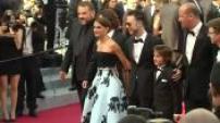 """Festival de Cannes : montée des marches de l'équipe du film """"Une histoire d'amour et de ténèbres"""" de Natalie Portman - montée des marches de l'équipe du film """"Mia Madre"""" de Nanni Moretti"""