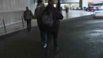 La police des taxis contrôlent les chauffeurs de VTC et de taxis à Roissy