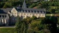 Vues aériennes de l'Abbaye Sainte Anne de Kergonan à Plouharnel