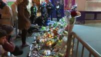 Attentats de novembre 2015 à Paris : illustrations recueillement devant le Bataclan