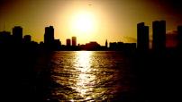 Miami : illustration du coucher et du lever de soleil et croissant de Lune
