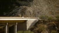 Mexique : route de Puebla, pont, cactus et volcan