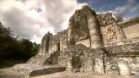 Mexique : Xpujil, ville et site maya, forêt tropicale, coucher de soleil, très belle image de lune