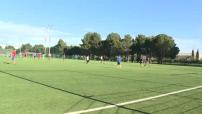 Football : Entrainement de jeunes joueurs amateurs sur pelouse synthétique