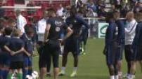 Les bleus s'entraînent avec des enfants : Equipe de France de Foot