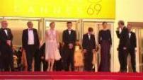 """Festival de Cannes 2016 : Montée des marches de l'équipe de """"Moi, Daniel Blake"""" pour sa projection"""