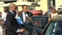 Attentat de Nice : Emmanuel Macron préside une réunion avec tous les acteurs économiques du département pour parler de la situation des entreprises après l'attentat .