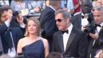 """Montée des marches à Cannes pour la présentation du film de Jodie Foster """"le complexe du castor""""."""
