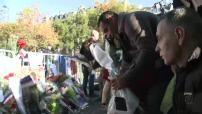 Attentats de novembre 2015 : recueillement devant le Bataclan dimanche matin