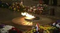 Alain Juppé nouveau ministre de la Défense sur la tombe du soldat inconnu