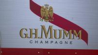 Illustrations: bouteilles de champagne en supermarché