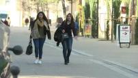 Illustrations de passants dans ville de Montpellier