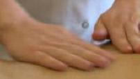 Illustration massage chez kinésithérapeute / radiographie vertèbre