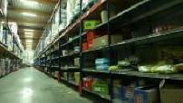 Illustration entrepôt Monoprix et produits alimentaires et manutentionnaires