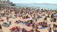 Illustrations foule sur une plage de Marseille et crèmes solaires en pharmacie
