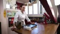 Nina Métayer, pâtissière cuisinant chez elle + tournage d'une vidéo pour son blog 2/3