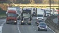 Forains en colère : illustrations des blocages sur l'autoroute A13 et porte de Saint Cloud
