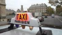 Caméra embarquée sur le toit d'un taxi à Paris