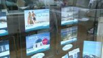 Travel agencies with brochures