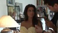 Salon du chocolat : Natasha Saint-Pier et Tal essayent des robes en chocolat