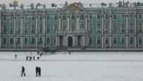 Les quais de la Néva gelée à Saint Petersbourg