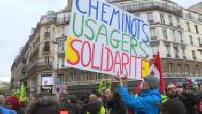 Grève SNCF : les manifestations des cheminots à Lyon et à Paris