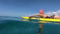 Illustrations d'une surfeuse et de sauveteur sur l'eau / Images sous-marines (Go Pro)