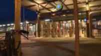 Illustration gare SNCF de Trappes de nuit et train bondé