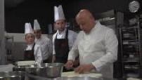 Thierry Marx enseigne la cuisine auprès des apprentis de Cuisine Mode d'Emploi-S
