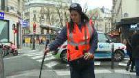 Un agent GDRF contrôle d'éventuelles fuites de gaz à Paris