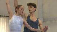 Portrait Hugo Marchand : répétition en cours collectif et avec sa partenaire de ballet