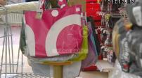 Recyclage : des bâches publicitaires transformées en sacs cabas
