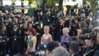 """Festival de Cannes 2012 : tapis rouge """"Cogan la mort en douce"""" (2/2)"""