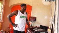 Djibril Cissé mixe dans sa maison en Corse