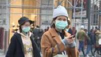 Coronavirus: Asian tourists wear masks in Paris