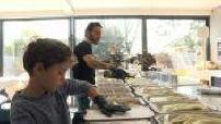 Covid-19: Chef Simone Zanoni cooks for caregivers' children