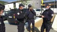 Confinement: police checks near a supermarket