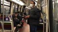 Coronavirus / Déconfinement : voyageurs, avec port du masque, dans le métro parisien