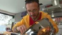 Simone Zanoni preparing a polpette risotto