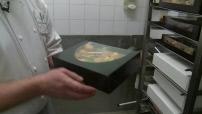 Noël : les derniers préparatifs - illustr. traiteur à Tresses ; illustr. pâtissier à Lyon ; illustr. achats à Euralille ; illustr. achats aux Galeries Lafayette