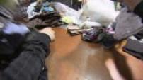 Illustrations usine de tri de vêtements pour le recyclage et la revente