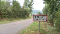 Illustrations de Pouilly-en-Auxois : cartes postales, école Georges Virely, commerces, centre-ville, mairie