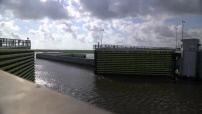 Timelapse de la fermeture de l'écluse de la digue protégeant la Nouvelle Orléans