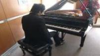 Illustration Lang Lang jouant du piano + Itw