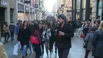 La foule se presse pour faire ses derniers achats de Noël